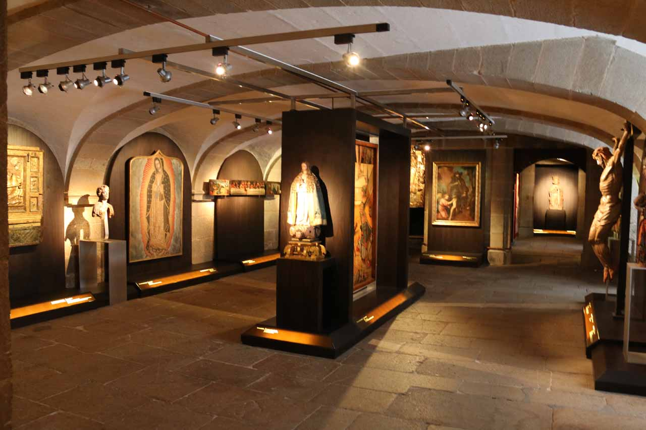 Another room with statues and artifacts as part of the Museo de Santiago de Compostela