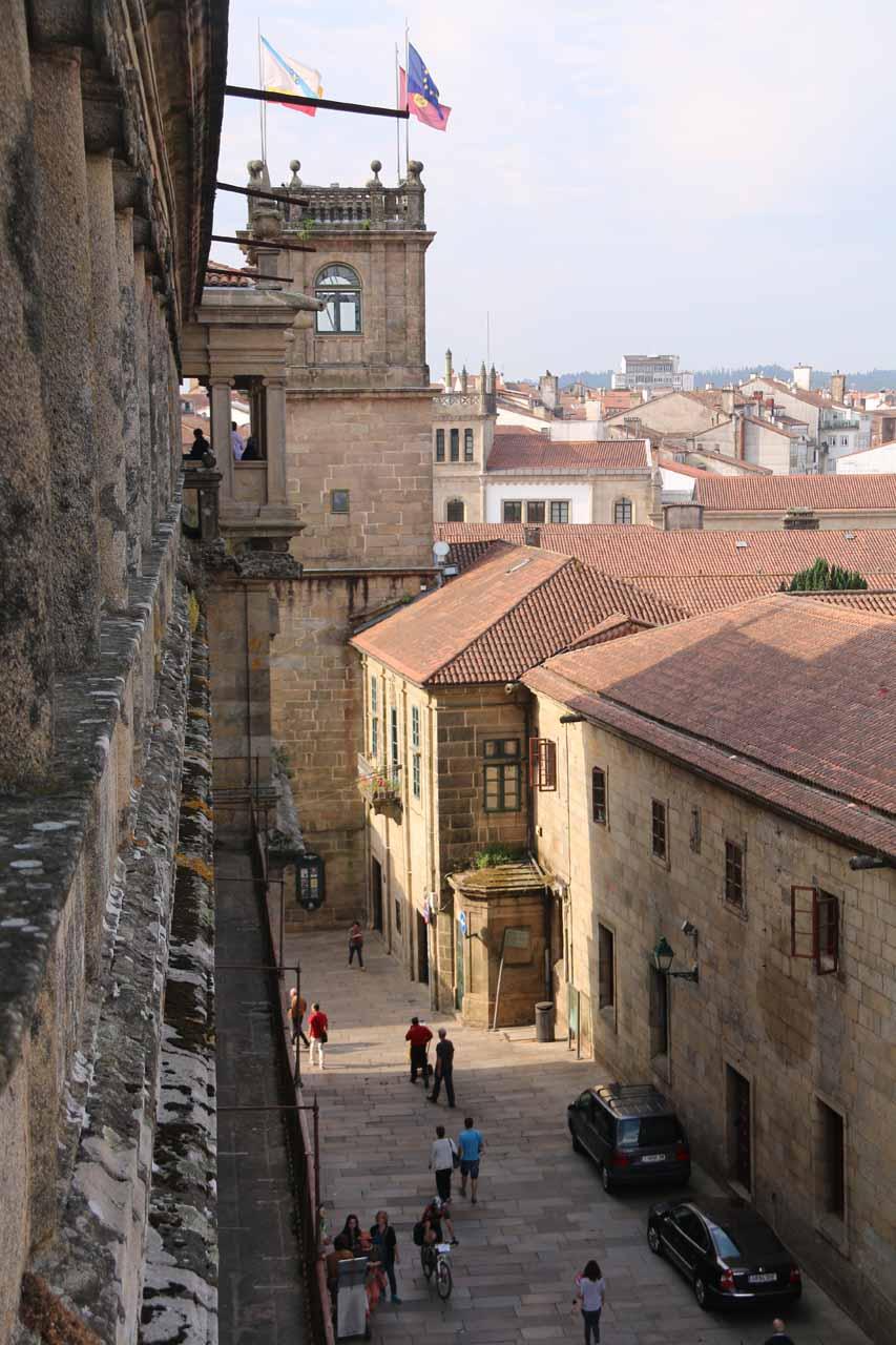Looking down at the street leading to Rua do Franco from the Praza do Obradoiro