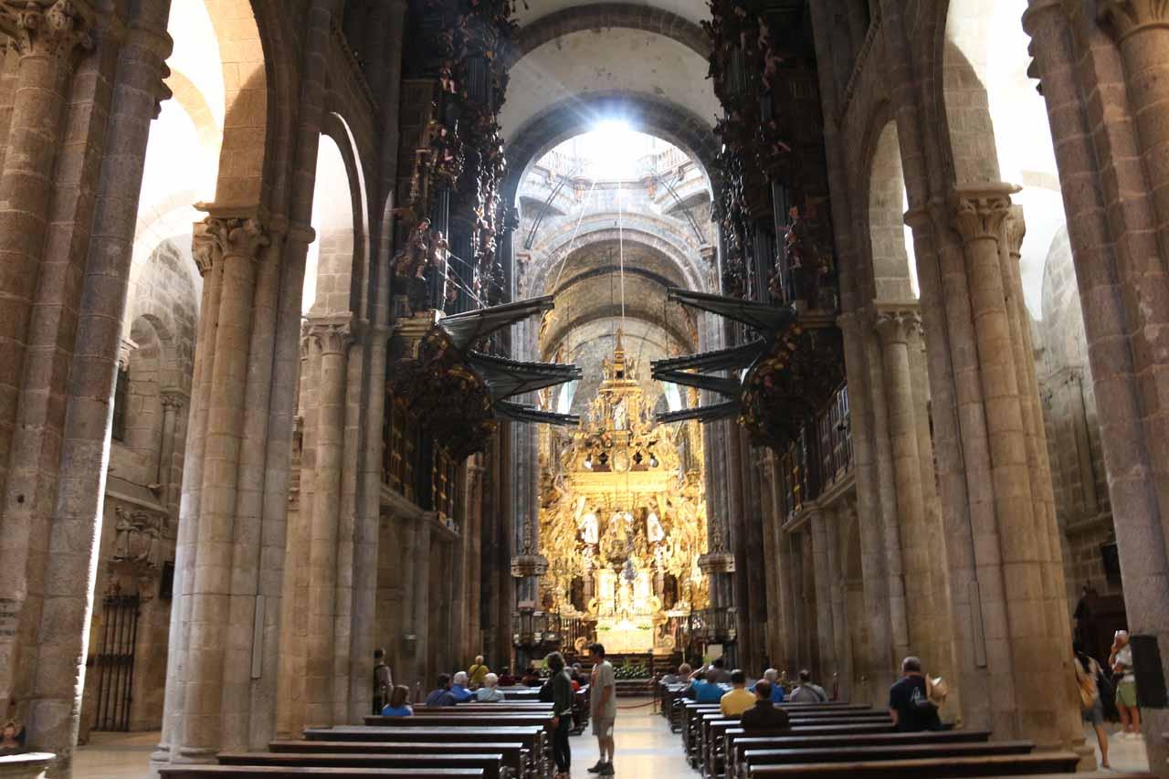 Back inside the main chapel of the Catedral de Santiago de Compostela