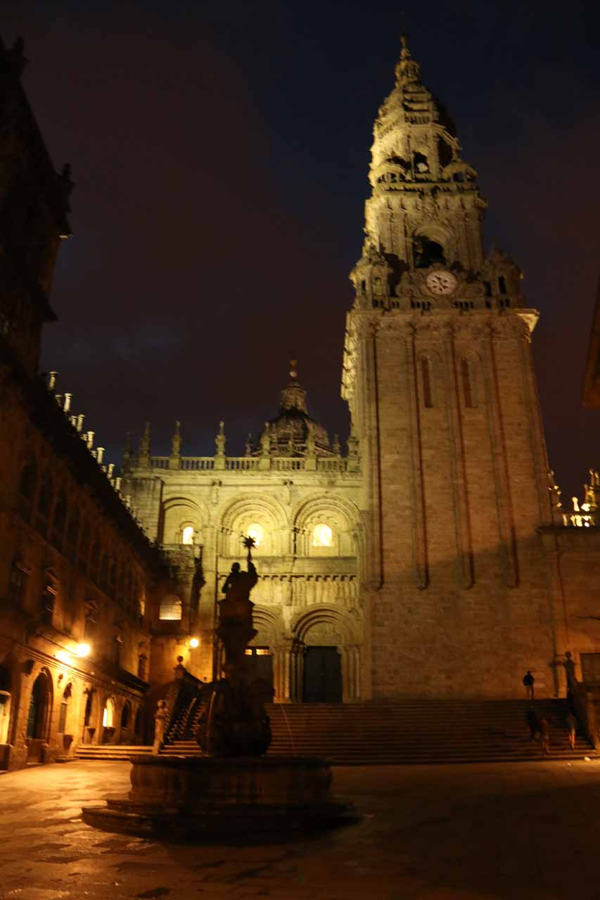 As the night continued to get chilly, we got this view of the Catedral and fountain at the Praza das Praterias