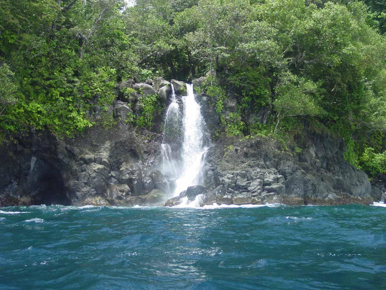 Savulevu Yavonu Waterfall