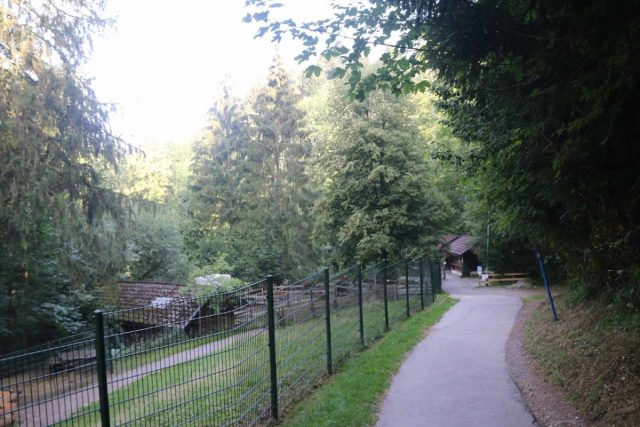 Scheidegger_Waterfalls_008_06232018 - Descending towards the entrance kiosk for the Scheidegger Waterfalls. Note the area behind the fencing on the left was a petting zoo