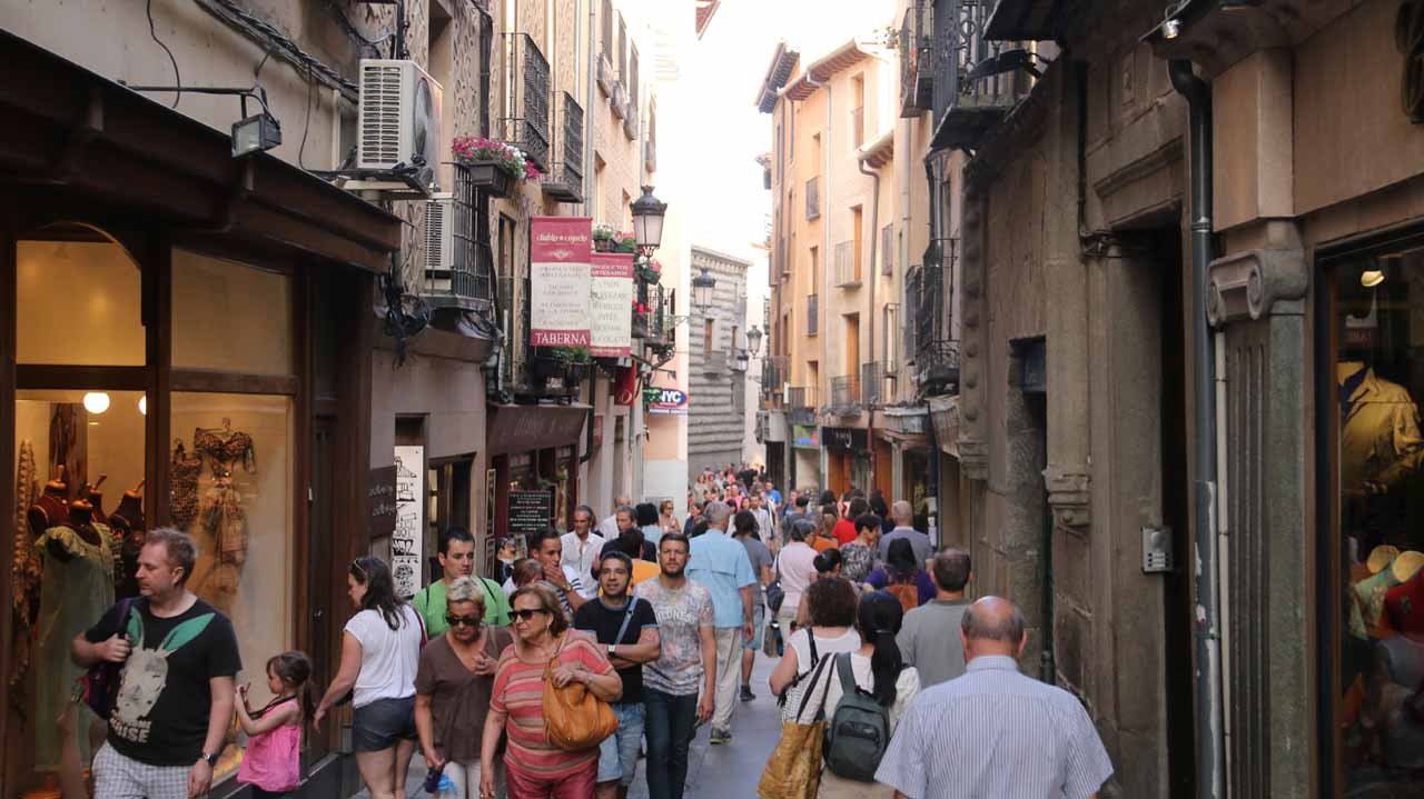 The bustling street scene as we walked on the Calle Juan Bravo towards Calle Cervantes then the aqueduct