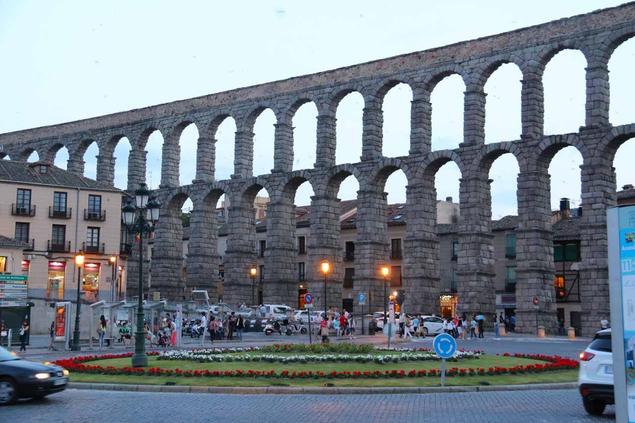 View of the aqueduct from the Plaza de la Artilleria