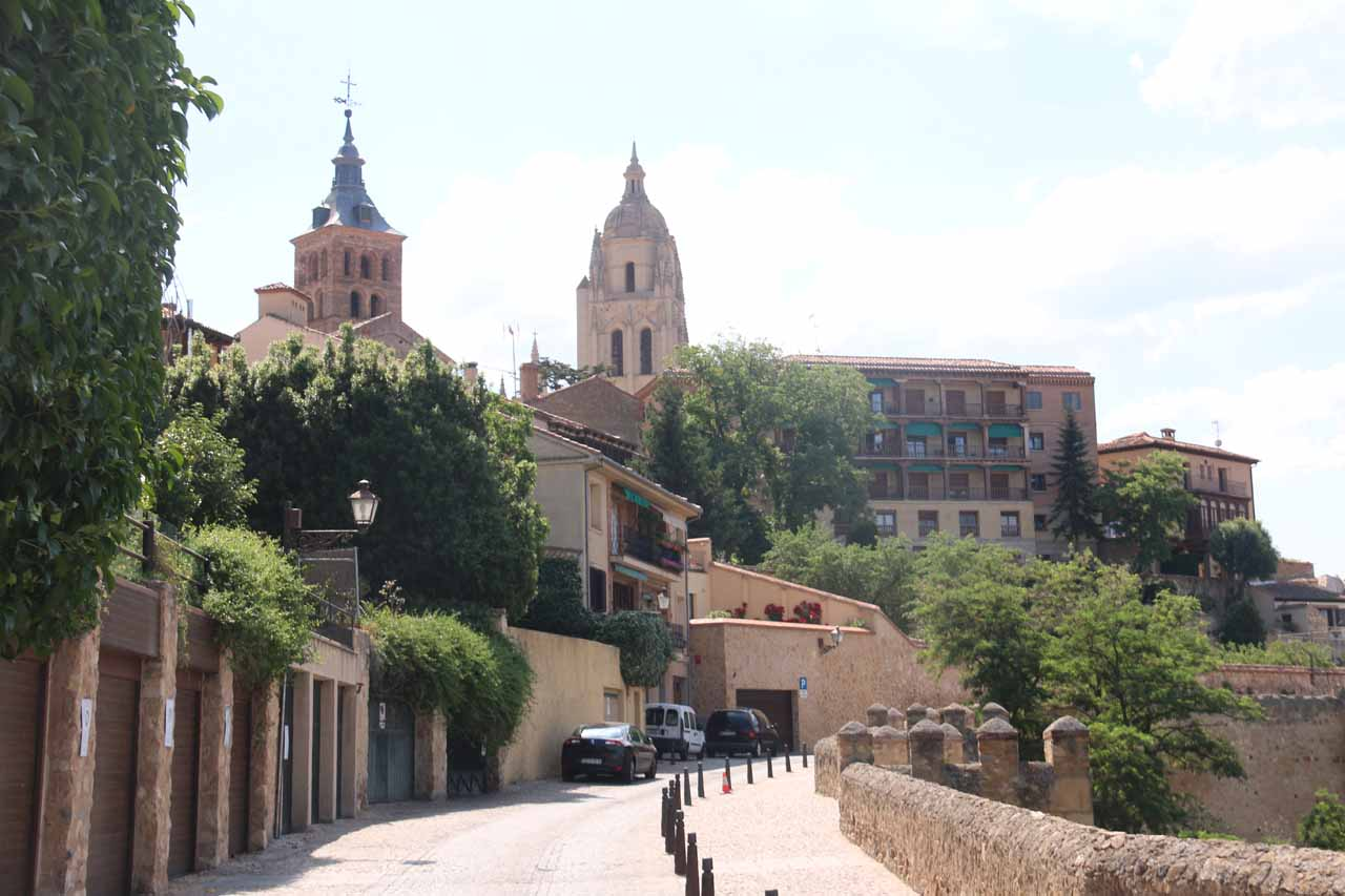 Walking on the Calle del Socorro after leaving the Alcazar