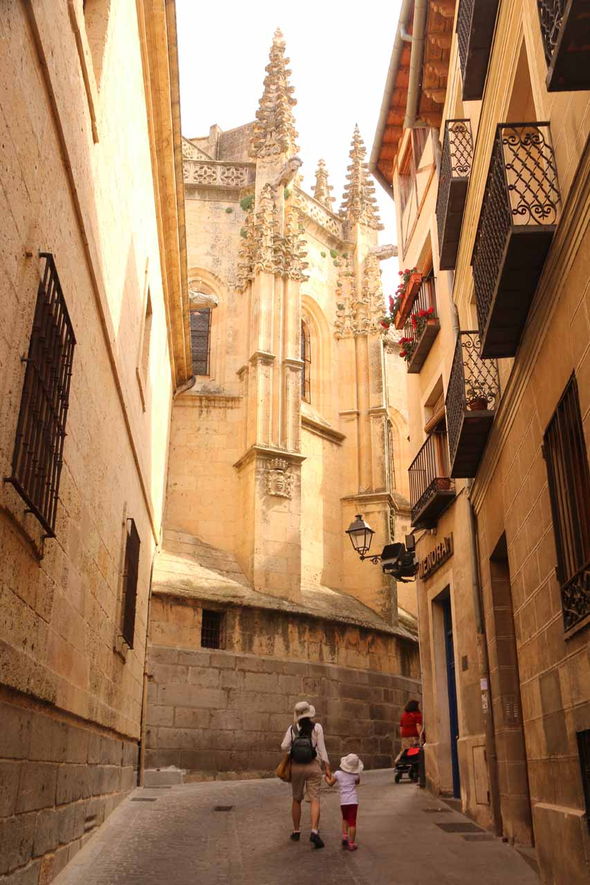 Julie and Tahia in a narrow alleyway pursuiing the Plaza Mayor and the front entrance to the Cathedral
