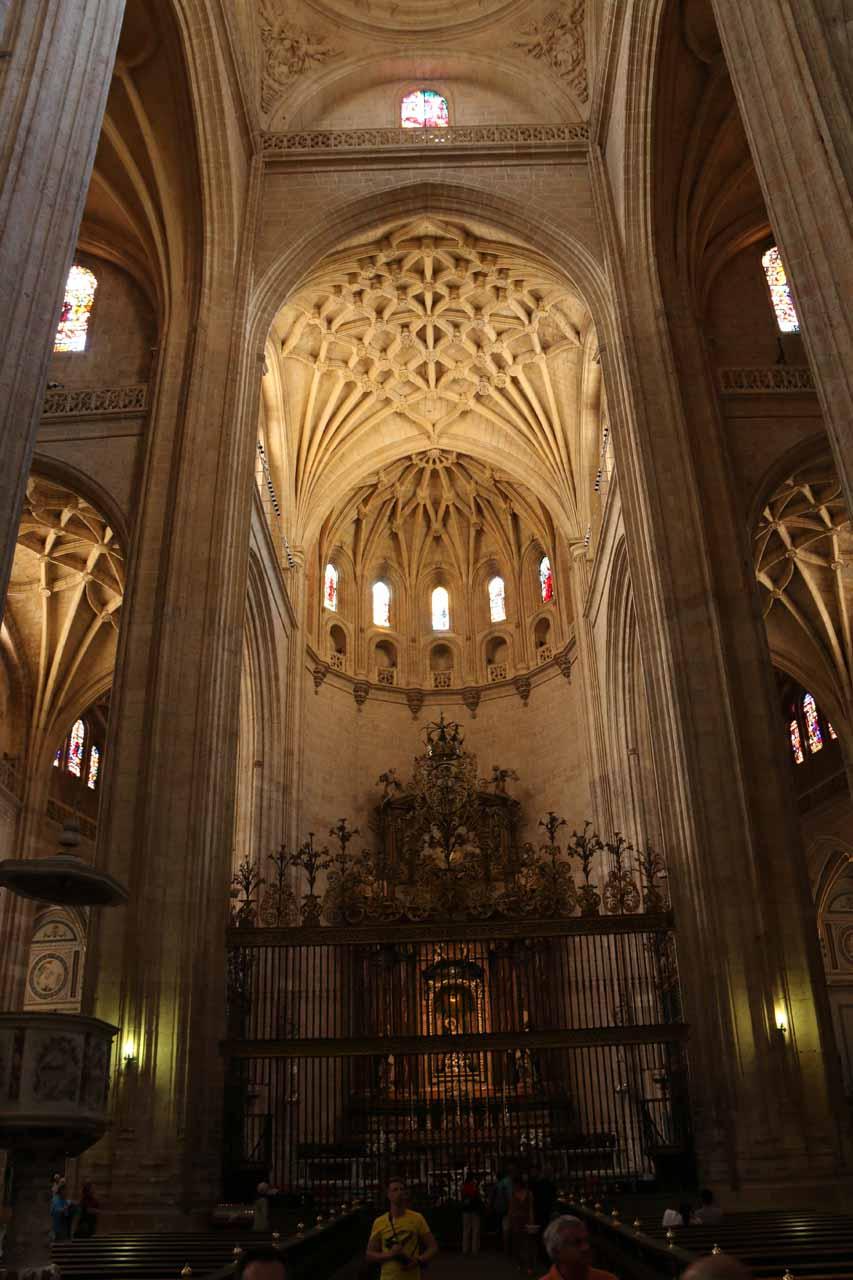 The main altar of the Catedral de Segovia