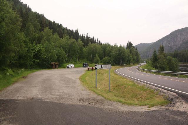 Setesdal_072_06192019 - The well-signed car park and picnic area for Reiårsfossen along the Rv9