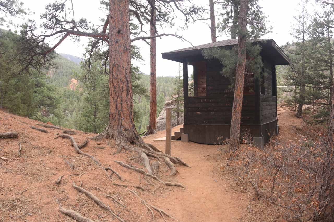 A shelter seen along the way to Inspiration Point
