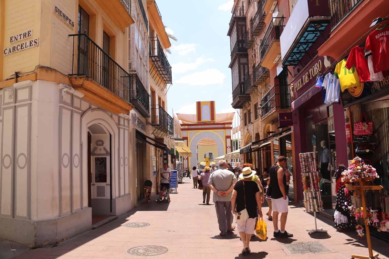 Walking the Hernando Colon street in search of the Albarama restaurant