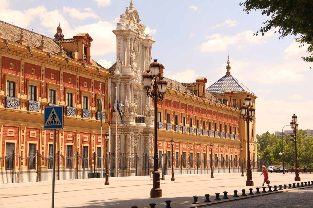 Passing by some fancy looking building as I was pursuing the Plaza de Espana