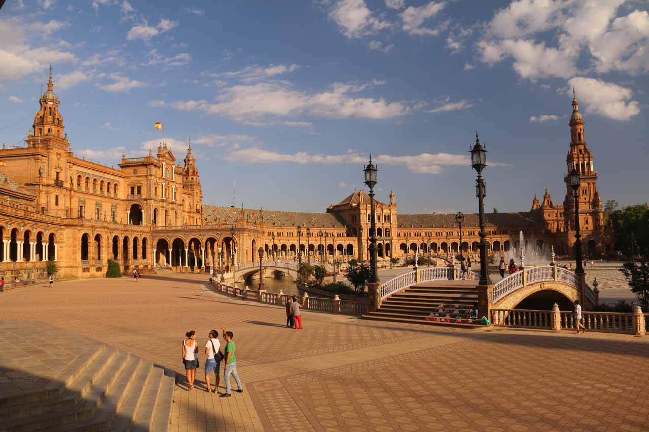 Back in the Plaza de Espana, but this time with the rest of the family