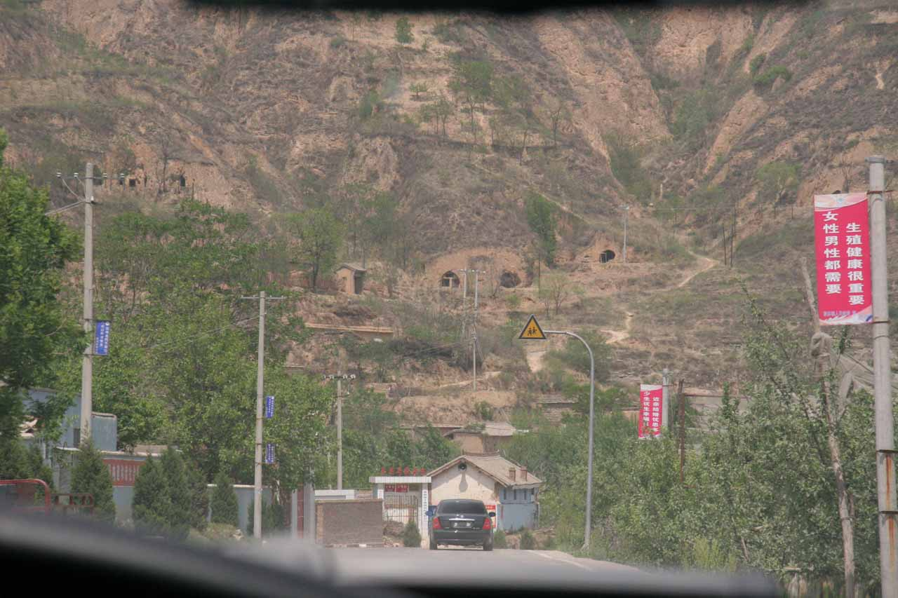 Cliff dwellings on the way to Hukou Waterfall