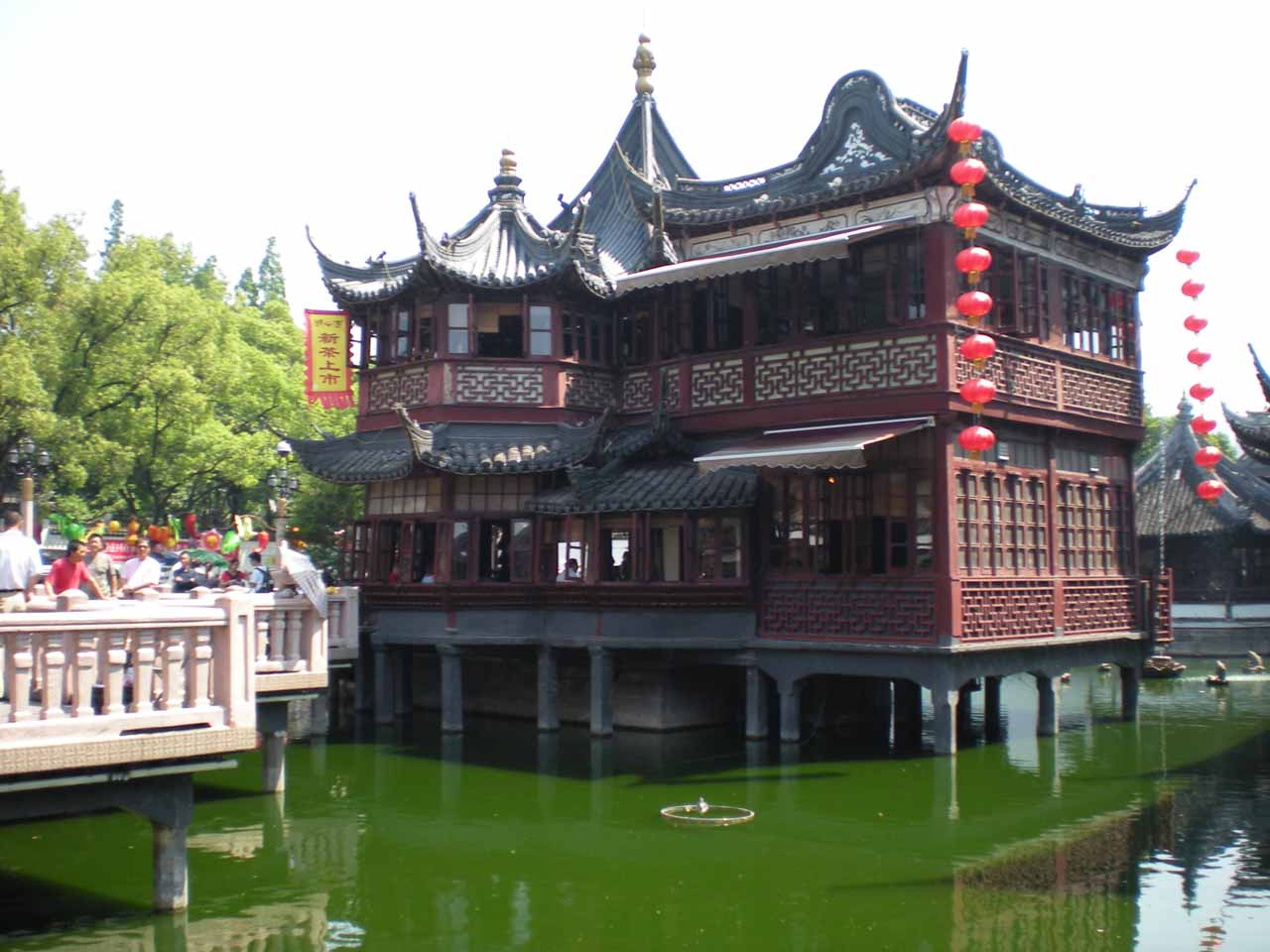A fancy building at the Yu Garden
