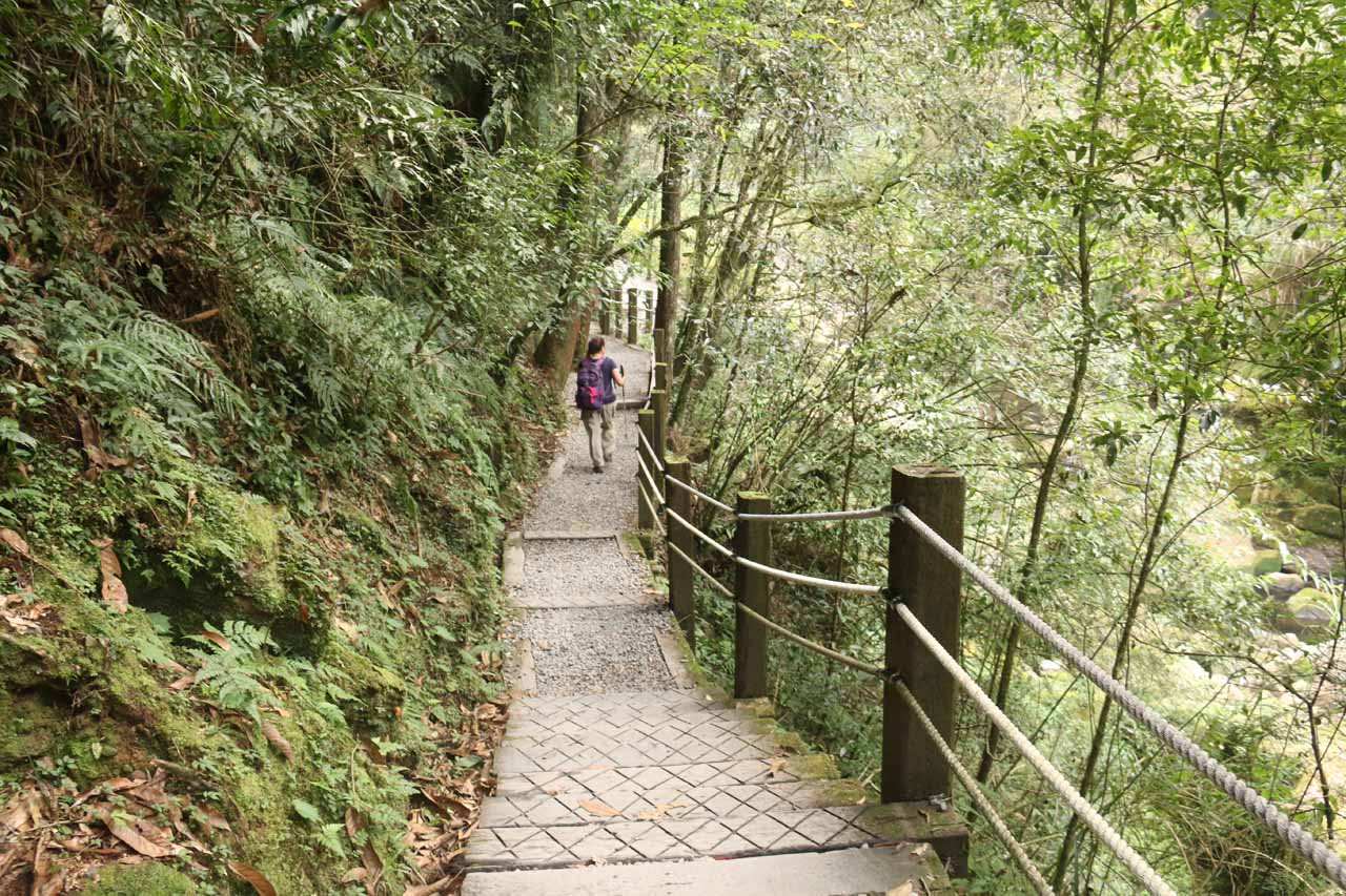 Still hiking along the Yueshan Trail towards the Songlong Rock Waterfall