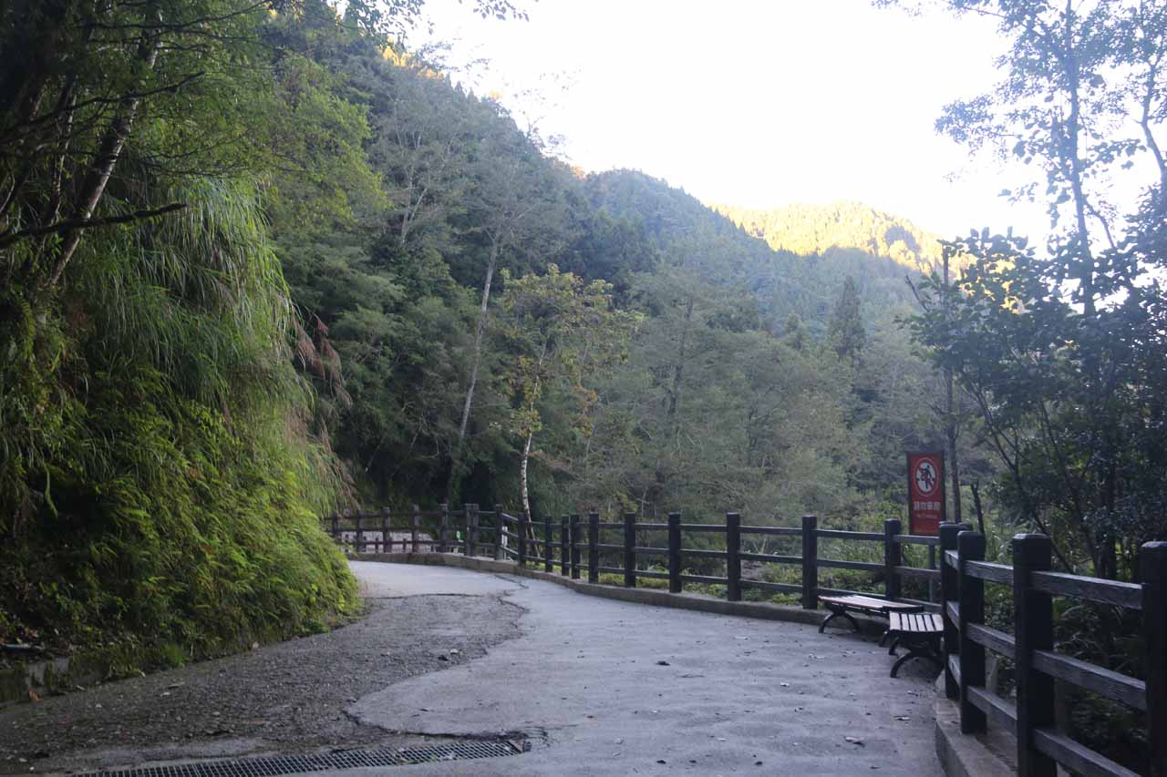 The trail started to reveal the deep gorge that contained the Chinglong Waterfall