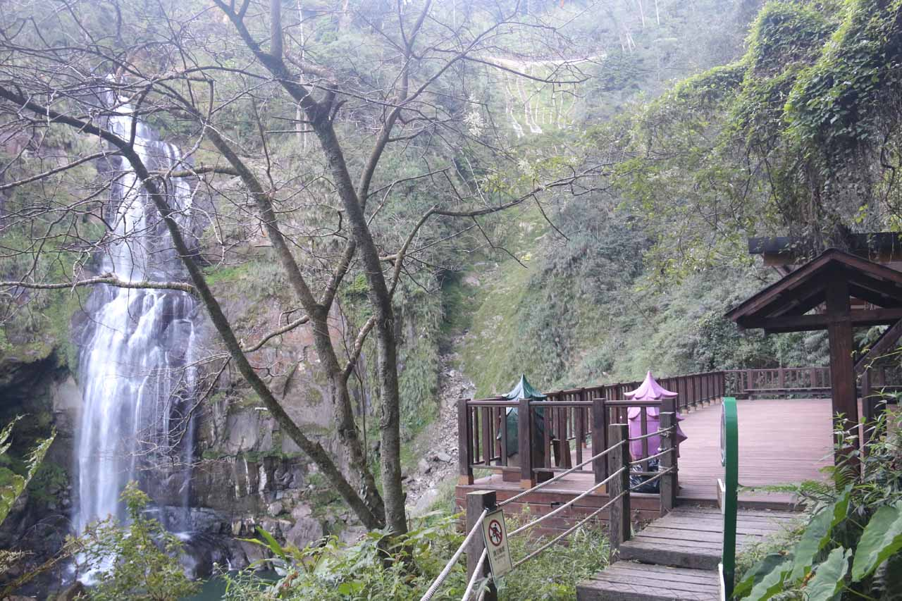 Context of the bottom lookout of the Chinglong Falls
