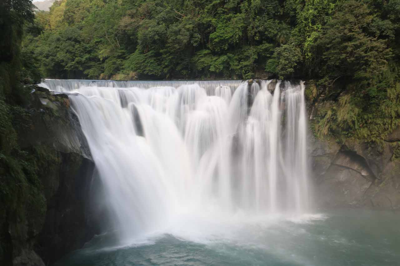 A closer long-exposed look at the Shifen Waterfall
