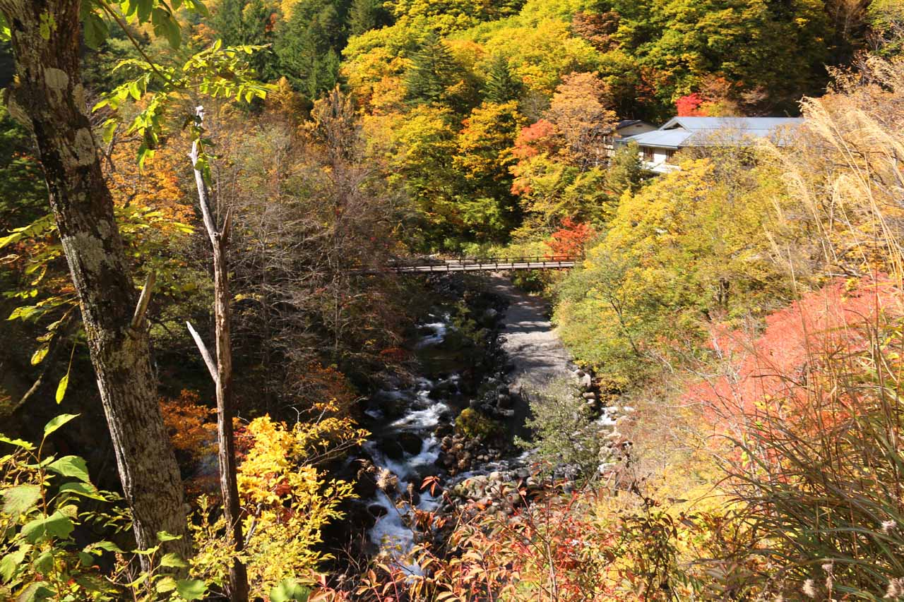 Not far from Zengoro Falls in the Norikura-kogen was the lovely Shirahone Onsen, which was the perfect spot to enjoy a hot spring while viewing the koyo
