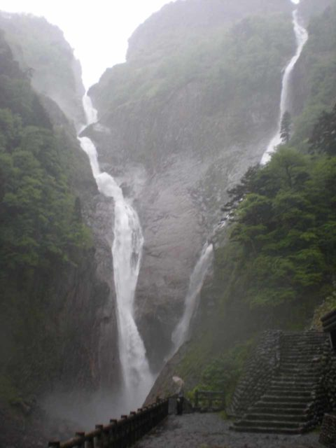 Shomyo_015_jx_05292009 - Looking directly at the Shomyo Waterfall from the sheltered lookout while another round of rain was happening