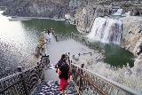 Shoshone_Falls_135_04012021 - Julie and Tahia now trying to take advantage of the even lighting on Shoshone Falls