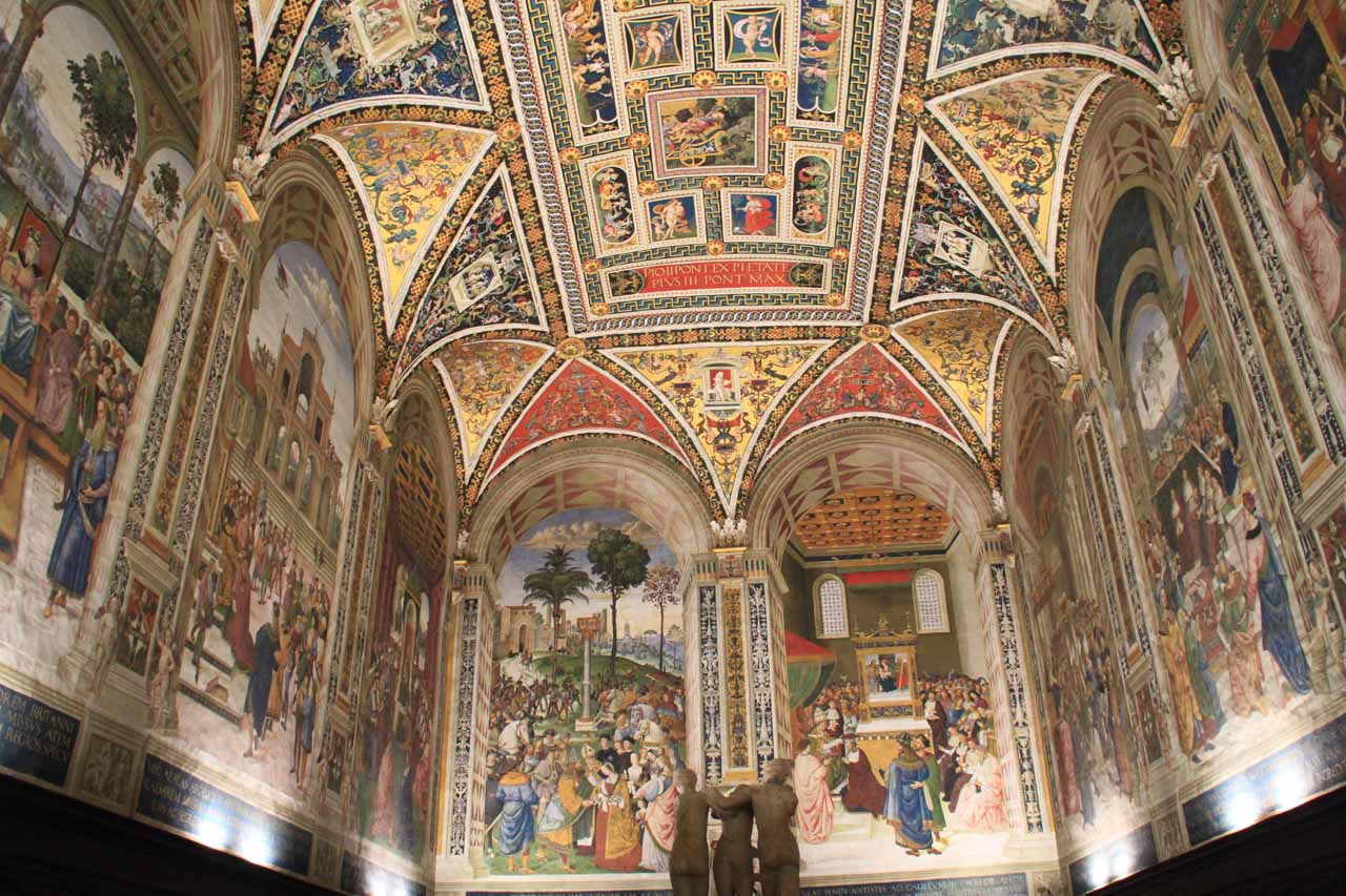 One of the grand side rooms inside the Duomo of Siena