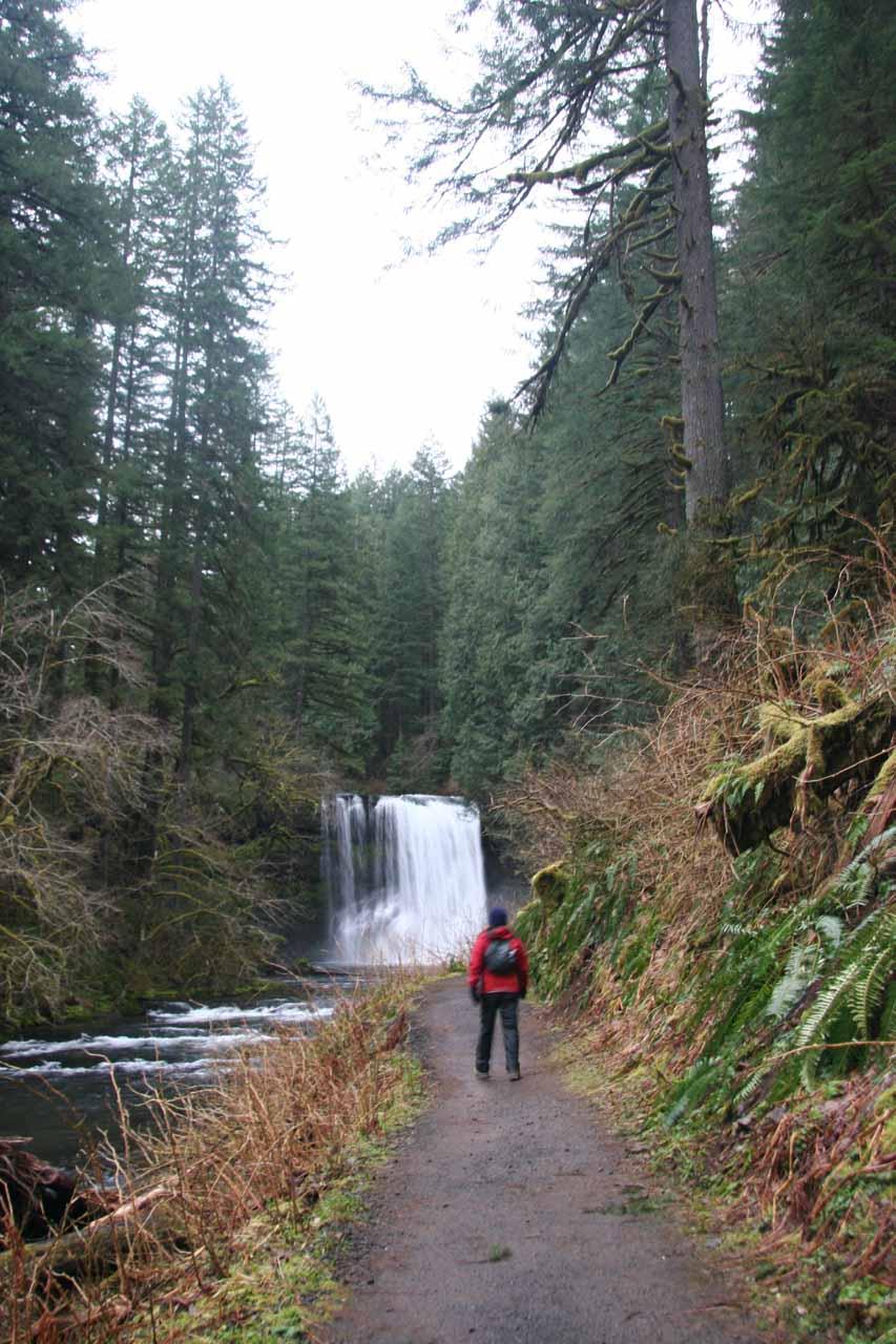Julie approaching Upper North Falls