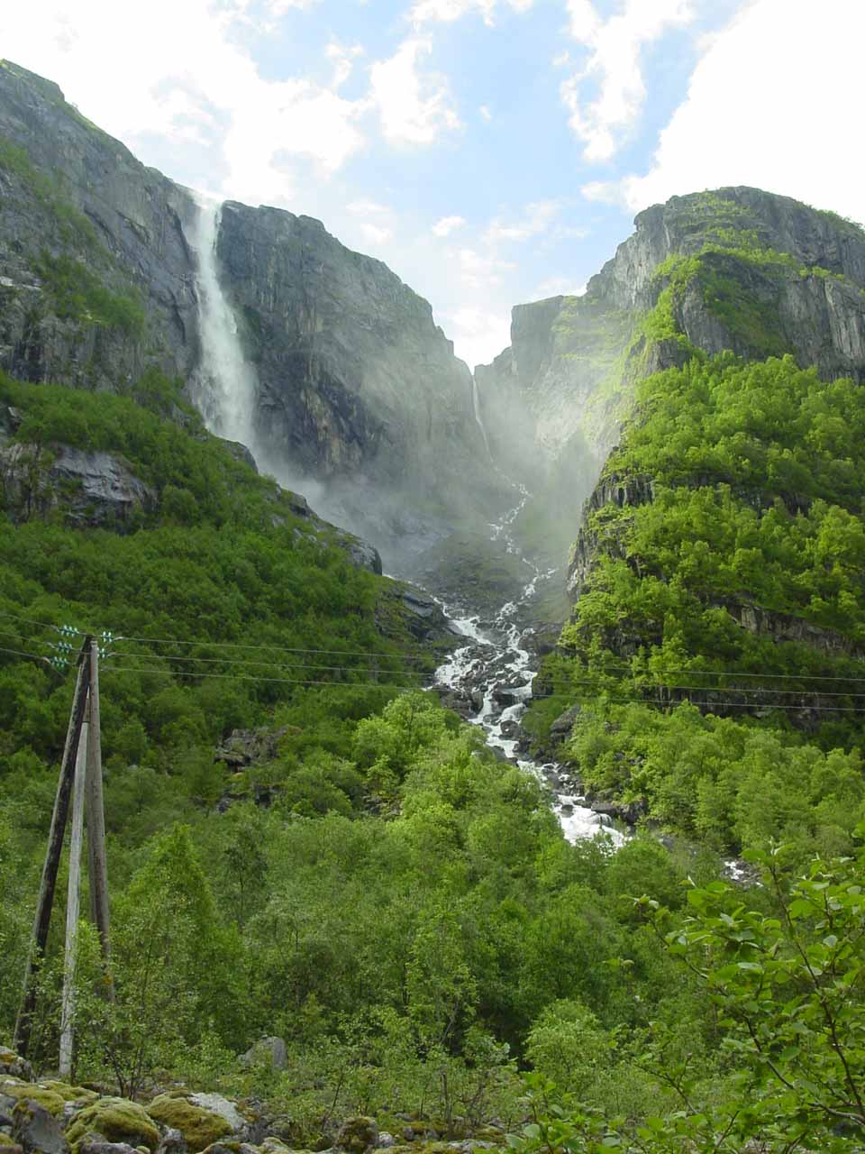 Another look at Skykkjedalsfossen from the road