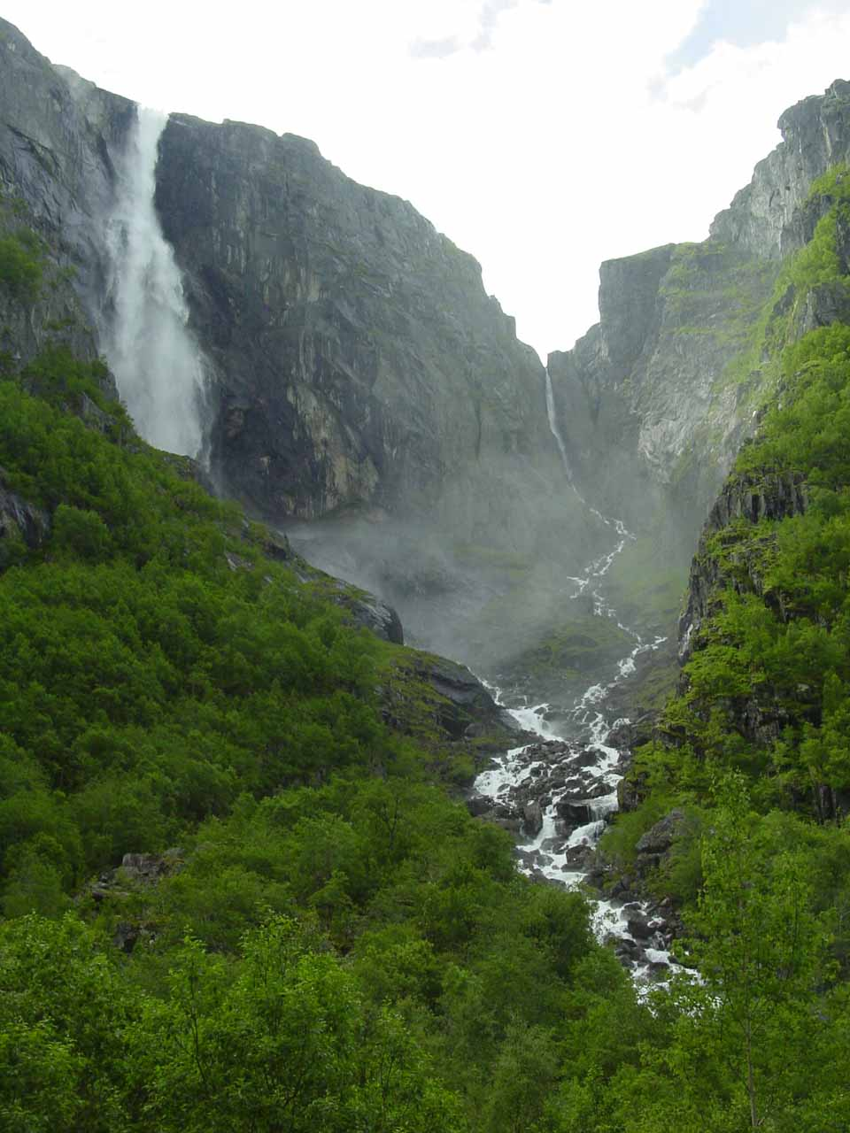 Finally a somewhat cleaner look at Skykkjedalsfossen without the annoying power lines