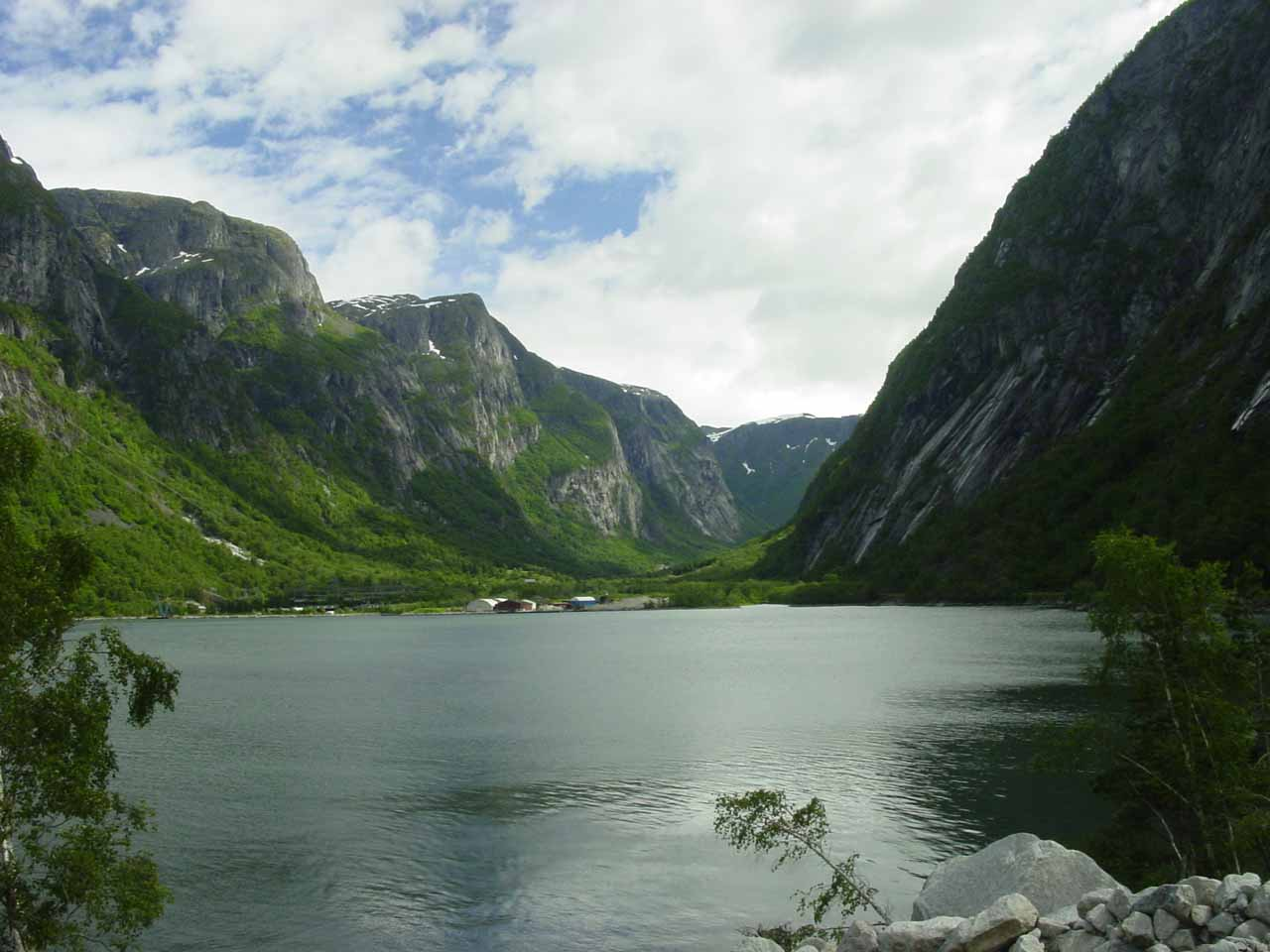 This was the view of Simadalen Valley as we approached it near the head of Simadalsfjorden. The U shape of Simadalen Valley suggested that it was carved out with a glacier