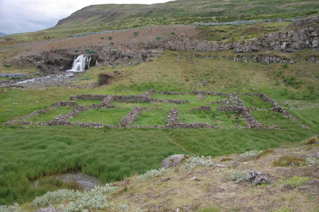 The ruins and Sjavarfoss