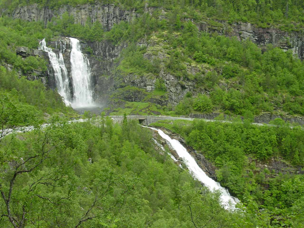 A closer look at the entirety of the impressive Skjervsfossen as seen from higher up the switchbacks of Rv13 at Skjervet