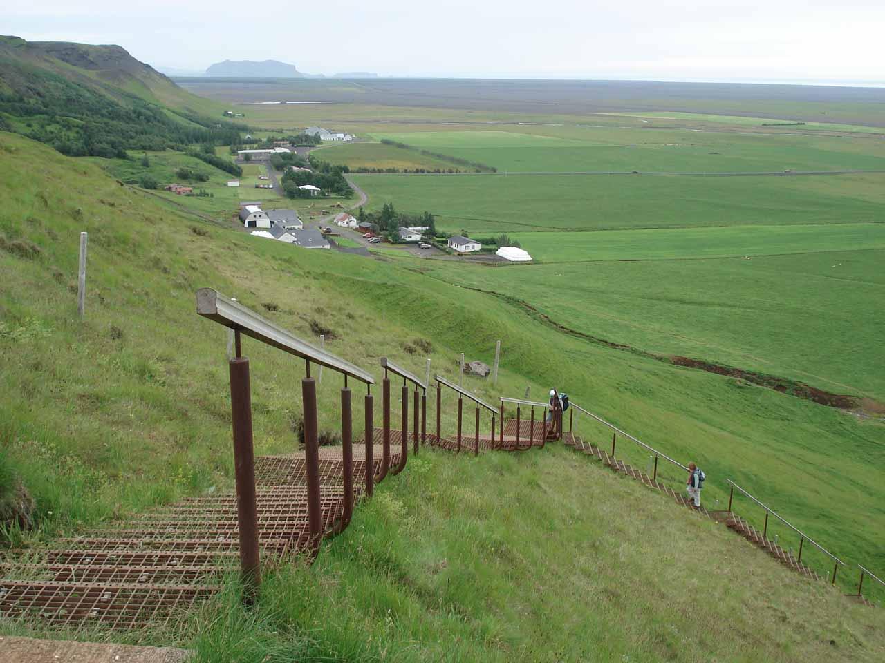 Walking back down towards the Skogar settlement down below