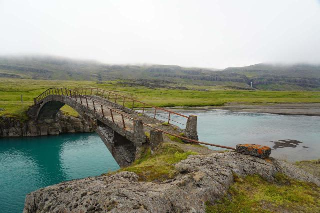 Snaedalsfoss_010_08092021 - Context of the crumbling bridge over the Hamarsá with Snædalsfoss in the distance