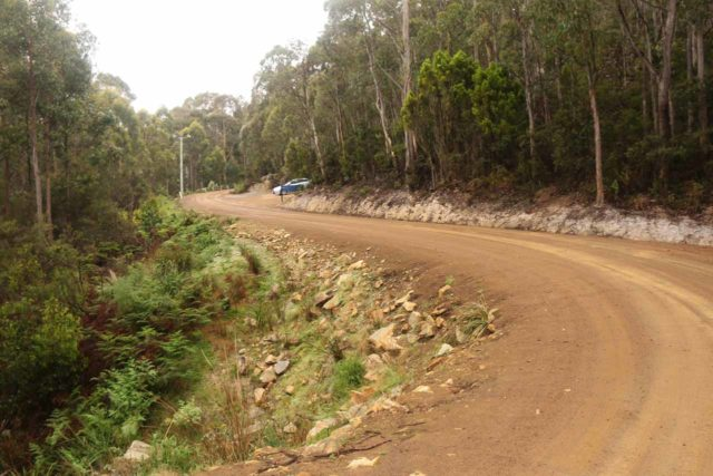 Snug_Falls_17_155_11272017 - Looking back while walking between the Snug Falls Trailhead and that car park