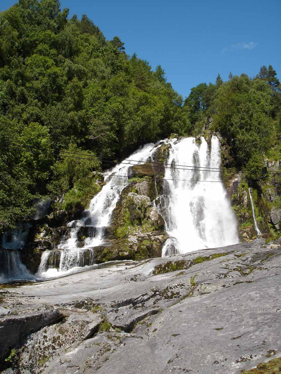 About 7km south of Sogndalsfjøra, we spotted this roadside waterfall though we didn't know its name (possibly near Fardal?)