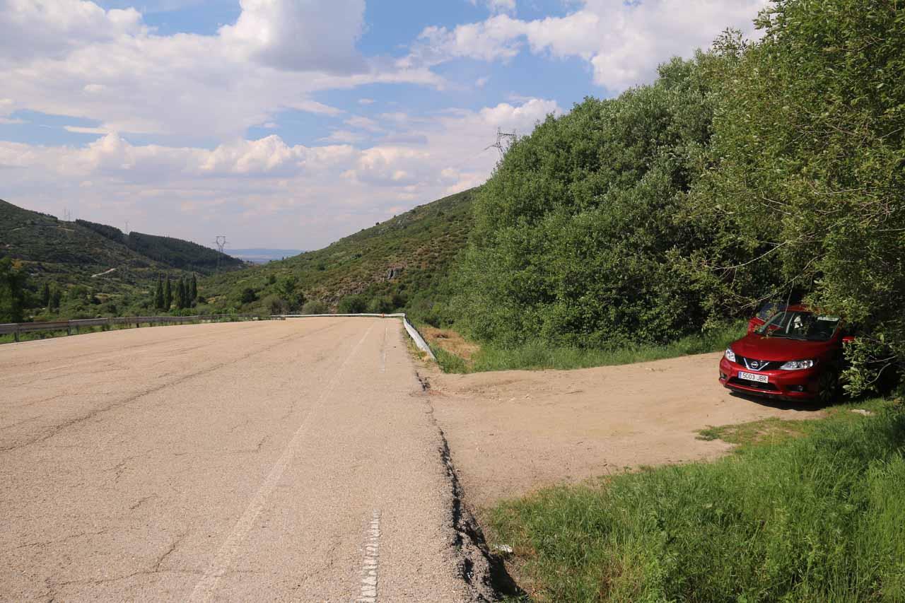 At the unsigned trailhead for the Cascada de Litueros or Cascada de Somosierra