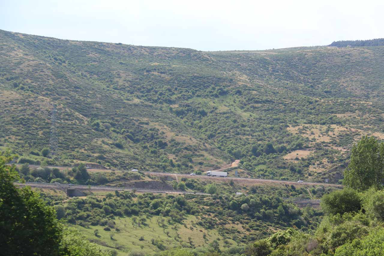 Looking back at the autovia from the Somosierra Waterfall
