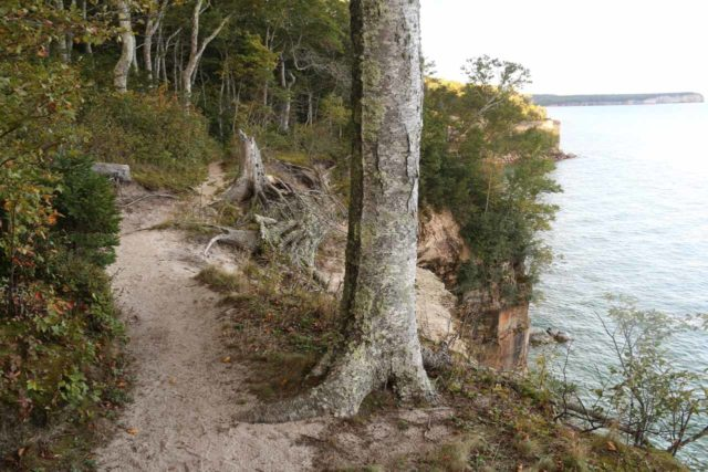 Spray_Falls_hike_082_09302015 - Context of the North County Trail and some of the dropoffs overhanging the shores of Lake Superior