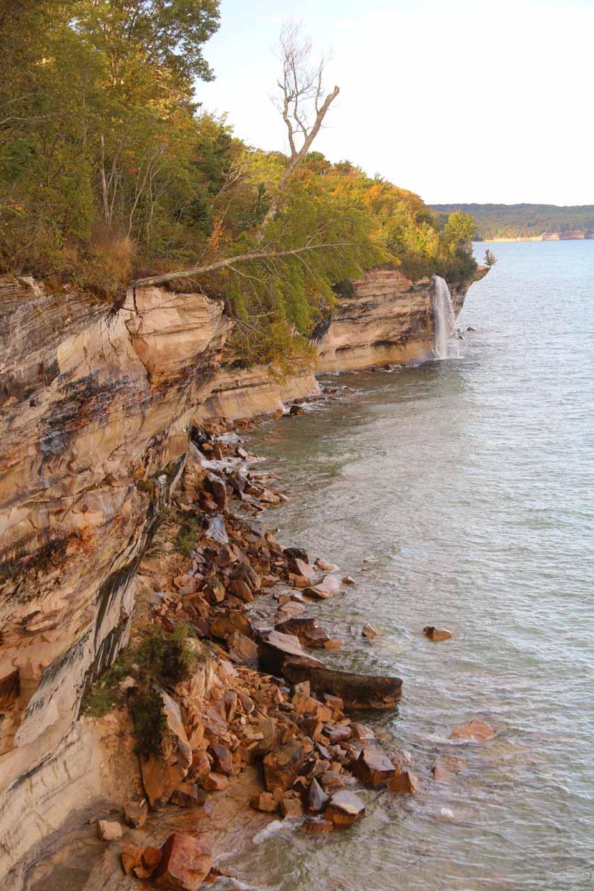 View along the crumbling cliffs towards Spray Falls