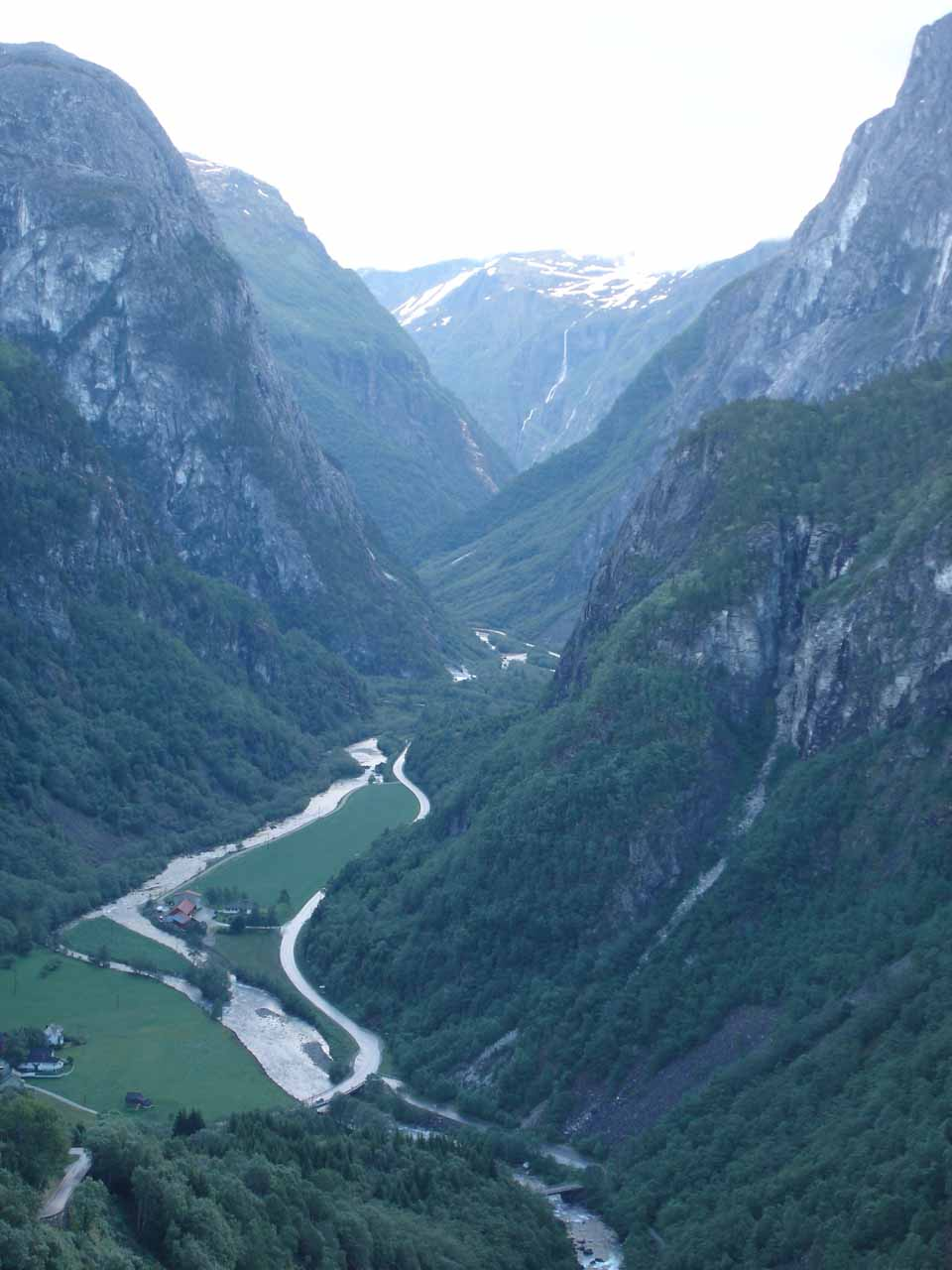 We managed to see Skjervsfossen on our way to Voss, but further north of Voss was the impressive Stalheimskleiva serpentine road descending steeply into the Nærøydal Valley