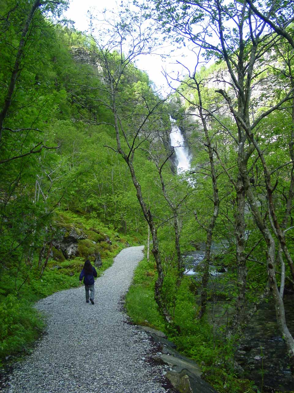Julie walking quicker as she started to see Stalheimsfossen up ahead