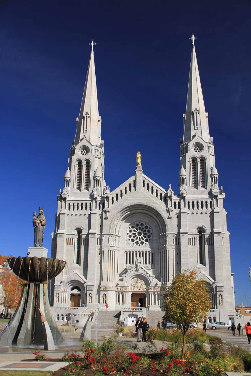 Direct look at the basilica of Sainte-Anne-de-Beaupre