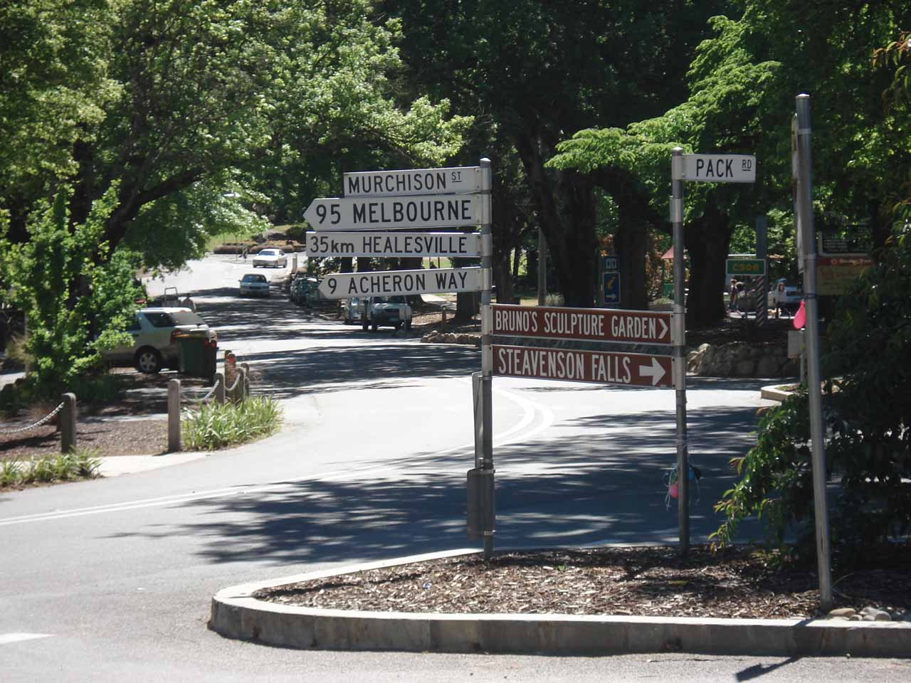 There were plenty of signs pointing the way to Steavenson Falls from the town centre of Marysville at Murchison St and Pack St (at least as of our first visit in November 2006)
