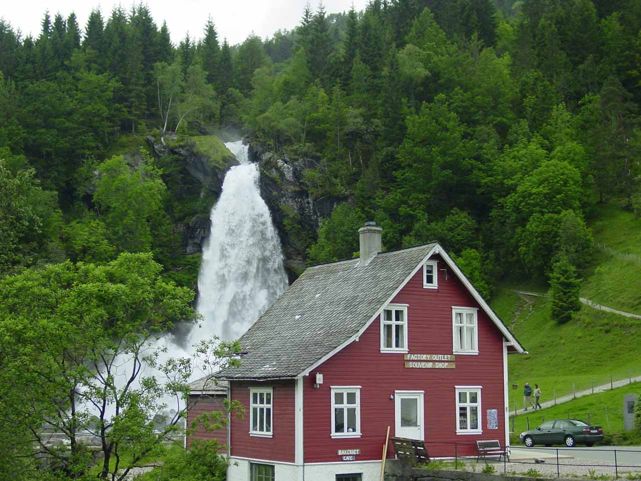 This was our second take on Steinsdalsfossen from the Mv7 as we were headed west towards the E16