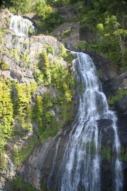 Stoney_Creek_Falls_008_05202008 - Awkward look up at Stoney Creek Falls from within the Kuranda Scenic Railway