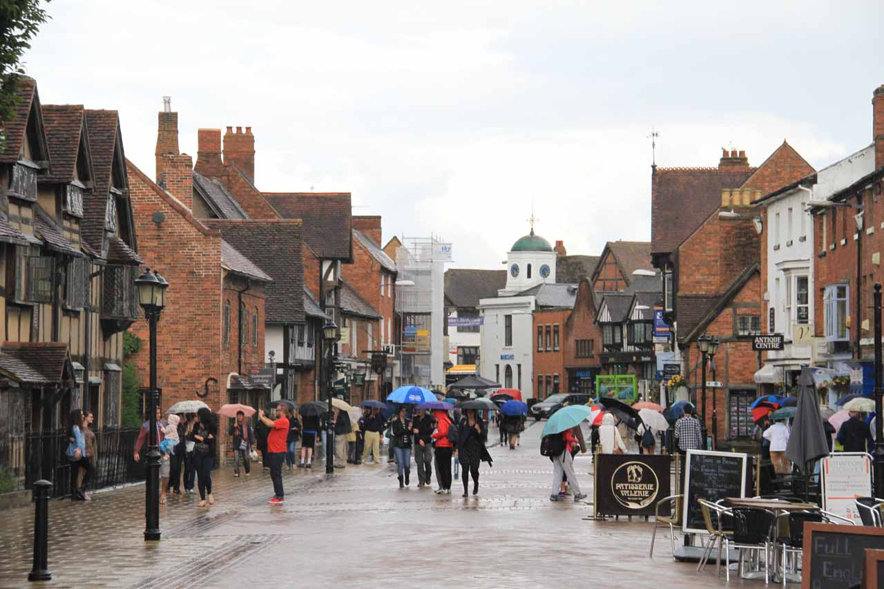 The main throughfare of Stratford upon Avon