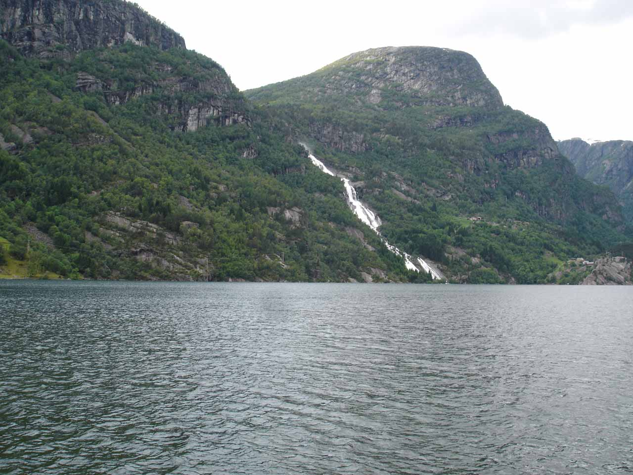Strondsfossen started to come into view as we drove around the eastern shore of Sandvinvatnet