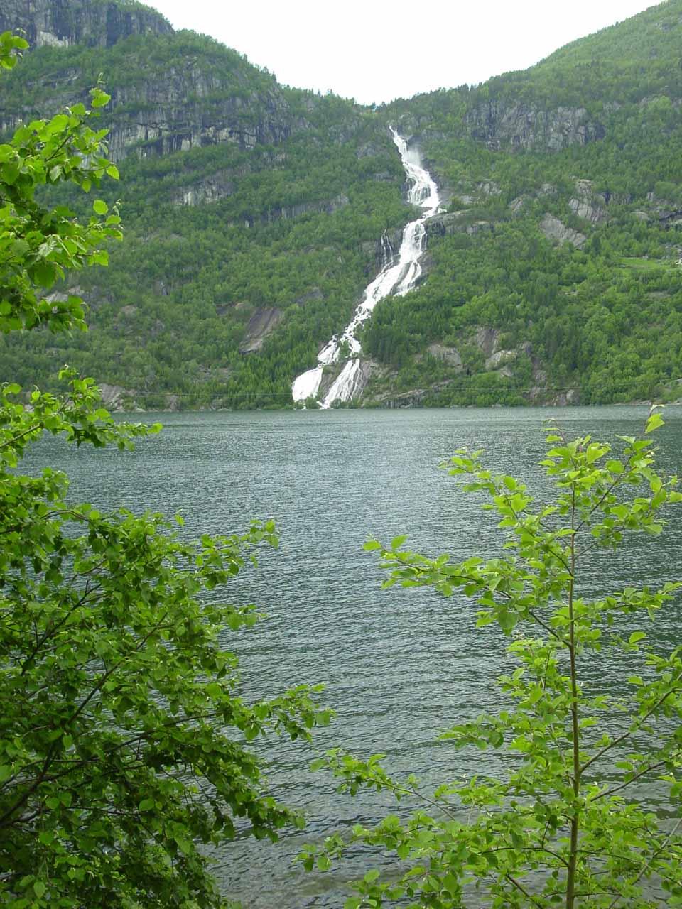 Looking through an opening in the foliage across Sandvinvatnet towards Strondsfossen