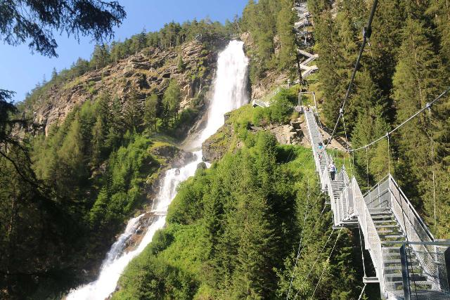 Stuibenfall_276_07192018 - Context of the suspension bridge alongside the Stuibenfall